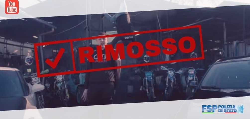 rimosso video rapper fuma
